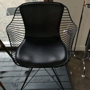 sedia overgaard Dyrman wire dining con braccioli galbiati milano design hub